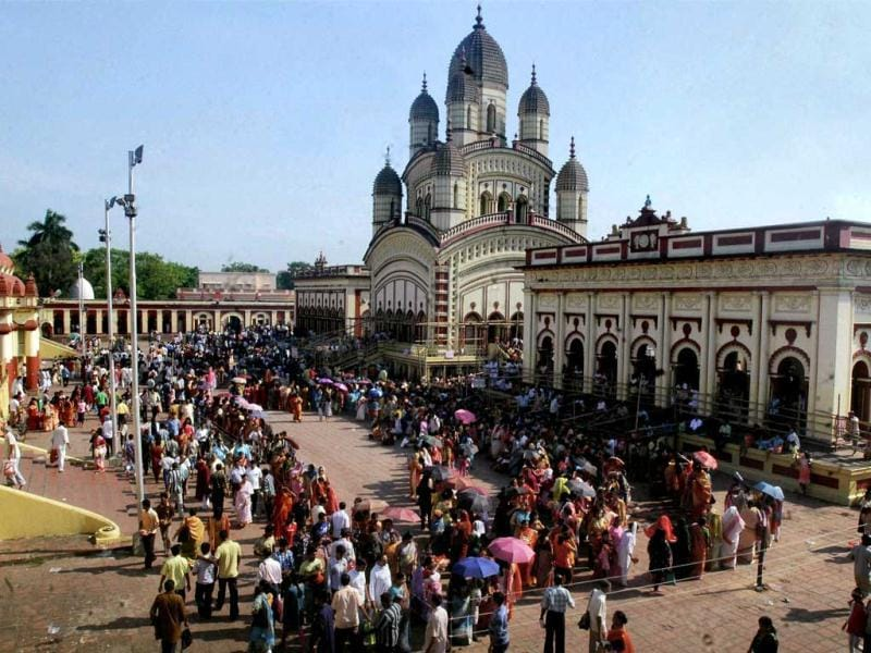 Devotees stand in long queues on the occasion of 'Hal Khata' to offer puja and take blessings of Goddess Kali in Dakshineswar, Kolkata. PTI photo