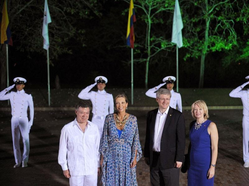 Colombian President Juan Manuel Santos Calderón and wife Maria Clemencia Rodriguez poses with Canadian Prime Minister Stephen Harper (2nd R) and his wife Laureen (R) upon arrival at the Casa de Huespedes, the government retreat for dignitaries, for the 2012 Summit of the Americas Leaders' Dinner, in Cartagena, Colombia. AFP Photo/Mandel Ngan