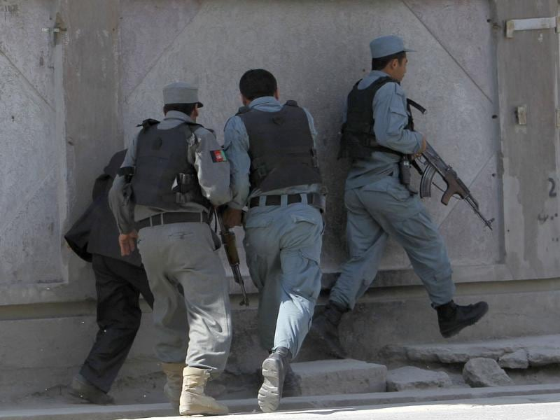 Afghan police run with their weapons after gunmen launched multiple attacks in Kabul. Reuters/Omar Sobhani