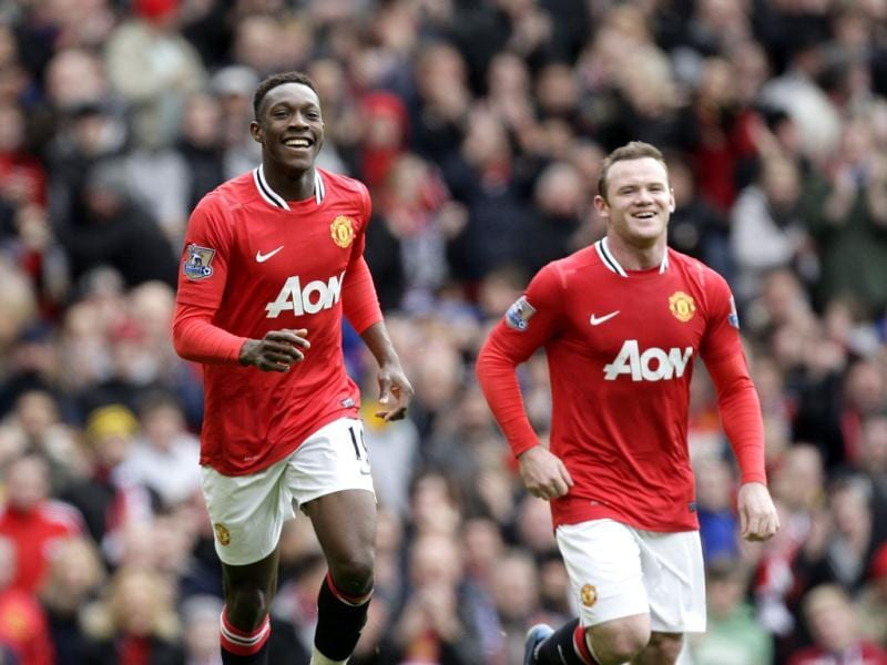 Manchester United's Danny Welbeck (L) celebrates after scoring against Aston Villa during their English Premier League soccer match at Old Trafford Stadium in England. AP Photo/Jon Super