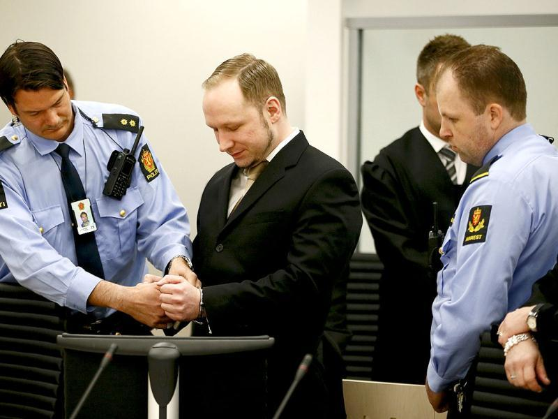 Defendant Norwegian mass killer Anders Behring Breivik (C) has his handcuffs removed after arriving for his trial in a courtroom in Oslo. Reuters/Fabrizio Bensch