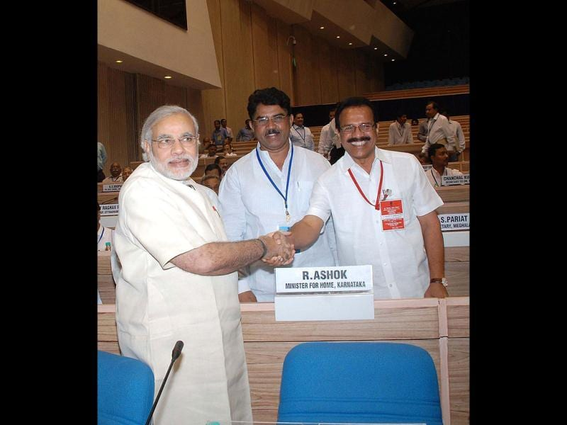Gujrat chief minister Narendra Modi meeting his Karnataka counterpart DV Sadananda Gowda during chief minister's conference on internal security inaugurated by Prime Minister Manmohan Singh in New Delhi.