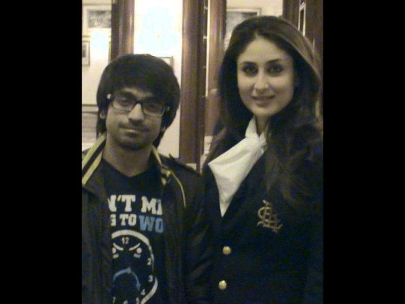 Kareena looks stunning as she poses with a fan.