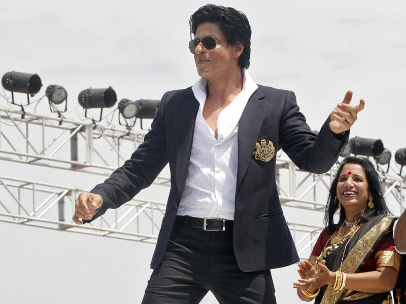 Shah Rukh performs for those present at the inauguration of the Film City.
