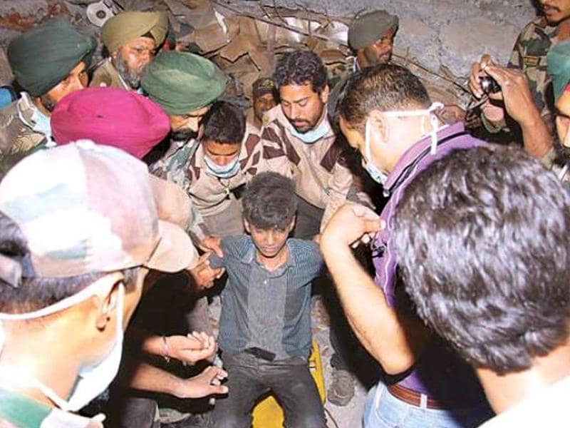 Sandeep who ws rescued after 51 hours from the collapsed factory site in Jalandhar at 1:00am on Wednesday. HT Photo/Pardeep Pandit