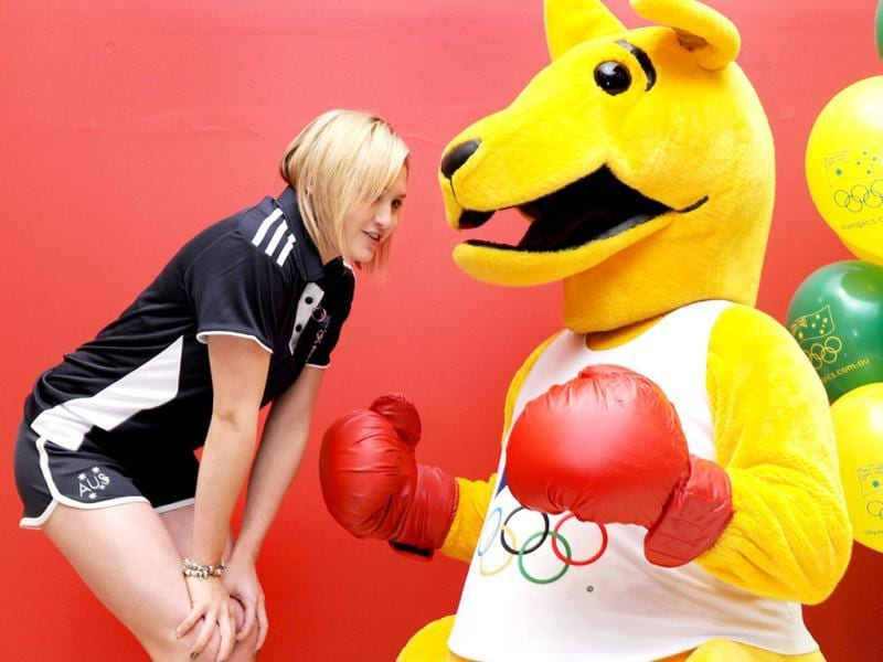 Australia's Beijing 2008 Olympic diving silver medallist Melissa Wu (L) talks to the Boxing Kangaroo as the Australian Olympic Committee (AOC) in Sydney .AFP Photo / William West