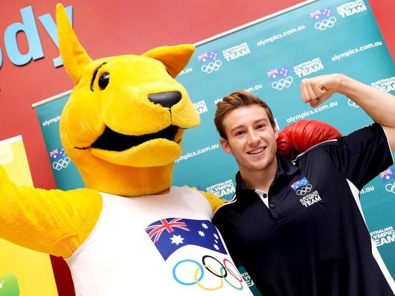 Australia's Beijing 2008 Olympic diving gold medallist Matt Mitcham (R) poses with the Boxing Kangaroo as the Australian Olympic Committee (AOC) in Sydney . AFP Photo / William West