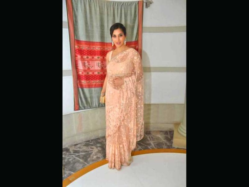Sophie Chuadhary looks hot in a sheer pink saree.