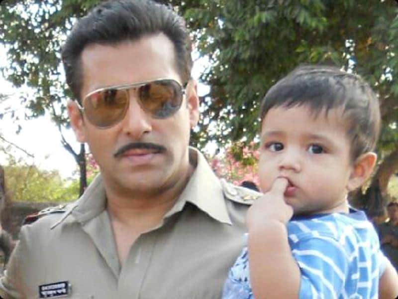 Looks like Bollywood actor Salman Khan has got a fan in a toddler. He posed with his little fan on Dabangg 2 sets. There were other fans too. Here's a look at the pics.