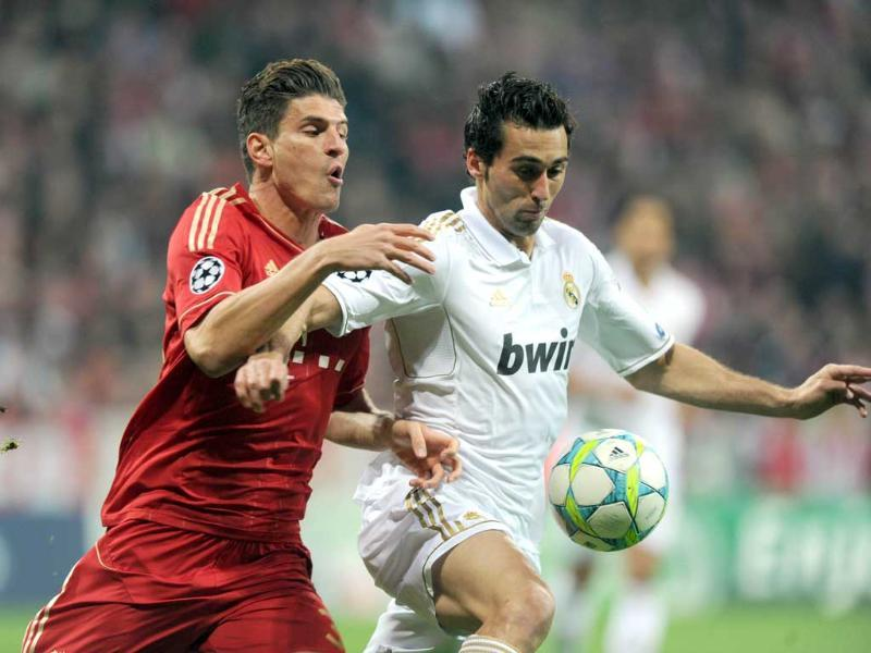 Bayern Munich's striker Mario Gomez (L) and Real Madrid's defender Alvaro Arbeloa vie for the ball during the UEFA Champions League first-leg semi-final football match in Munich, southern Germany. AFP/Christof Stache