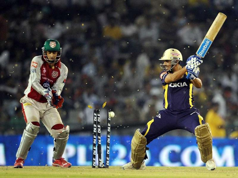 Kings XI Punjab's wicketkeeper and captain Adam Gilchrist (L) reacts as Kolkata Knight Riders' batsman Manvinder Bisla (R) is clean bowled by unseen bowler Piyush Chawla during their IPL Twenty20 cricket match at PCA Stadium in Mohali. AFP Photo/Prakash Singh