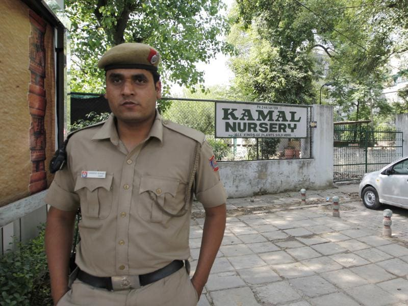 Police seen on the spot where an unidentified body was found near Kamal Nursery at Khan Market in New Delhi. HT/Raj K Raj