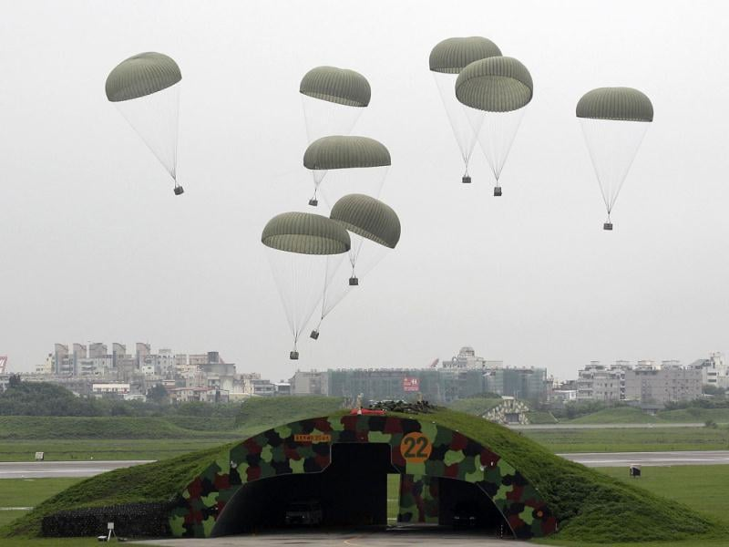 Cargos are seen landing during the annual Han Kuang military exercise at the Hsinchu Air Force Base in Hsinchu city, nothern Taiwan, April 19, 2012. Taiwan is in the midst of its annual five-day military drill which prepares itself for any possible attacks from China. REUTERS/Pichi Chuang