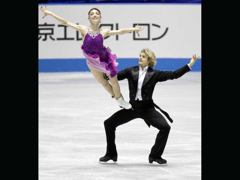 Meryl Davis (L) and Charlie White of the US perform during the ice dance free dance at the World Team Trophy in Figure Skating in Tokyo. REUTERS/Kim Kyung-Hoon