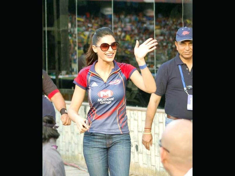 Nargis Fakhri looks resplendent, as she watches an IPL-5 match between Delhi Daredevils and Deccan Chargers in New Delhi on Thrusday.