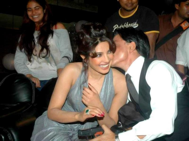 Everyone was in for a shock when SRK-Priyanka Chopra's candid shots from Just Dance reality show surfaced.