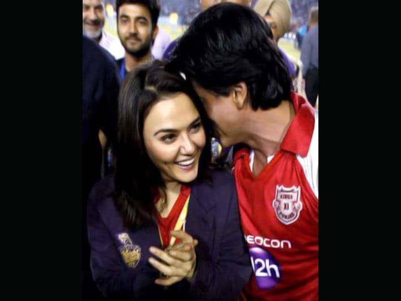 Shah Rukh Khan 'warms up' with Preity Zinta during IPL.