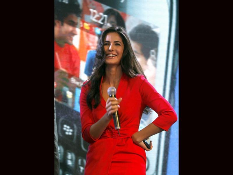 Katrina Kaif is all smiles at the launch of Blackberry Curve 9220.