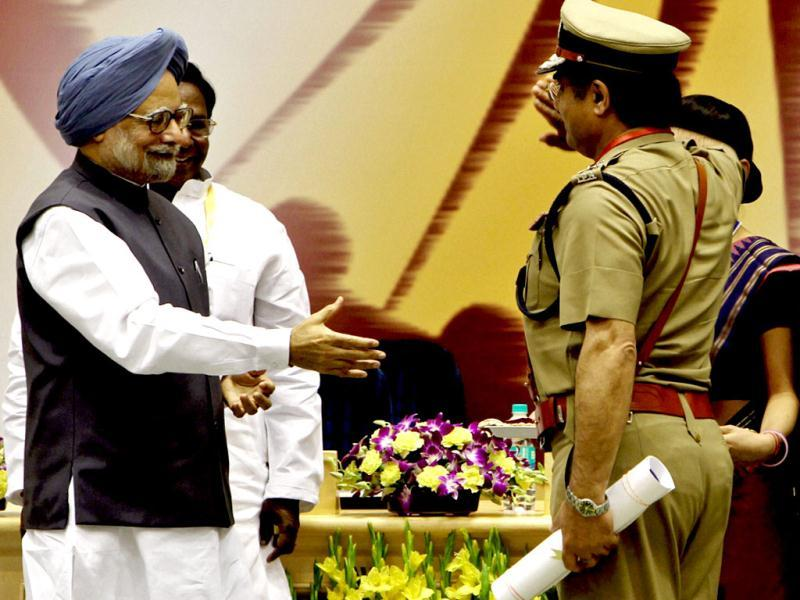 J&K DGP Kuldeep Khoda salutes Prime Minister Manmohan Singh after receiving the award for conduct of Panchayat Elections in the state at the inaugural function of Civil Service Day at Vigyan Bhawan in New Delhi. PTI/Atul Yadav