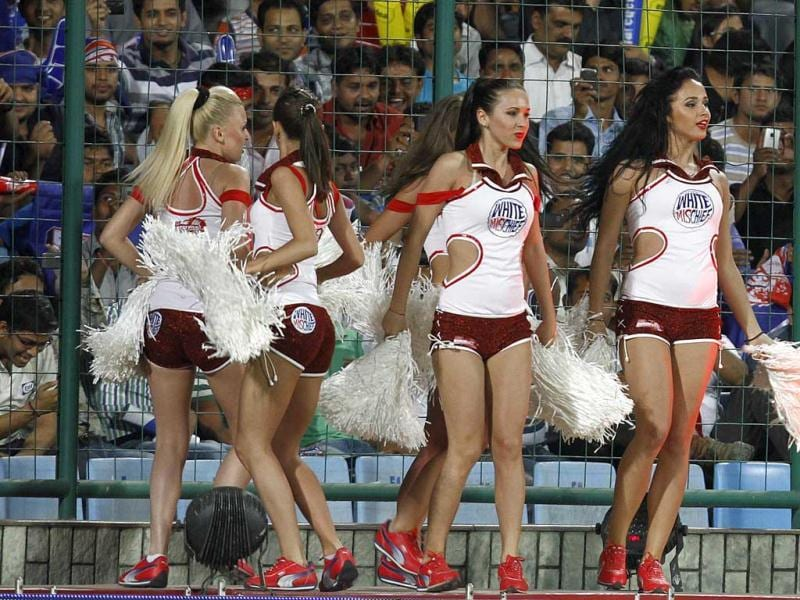 Cheer leaders dances during the IPL 5 match played between Daredevils and Pune Warrior at the Ferozshah Kotla in New Delhi. HT Photo/Sunil Saxena