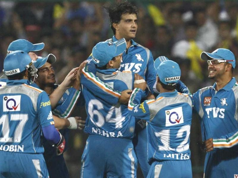 Pune Warriors' captain Sourav Ganguly celebrating the wicket of Pistersen during the IPL match against Pune Warrior at the Ferozshah Kotla in New Delhi. (HT Photo)