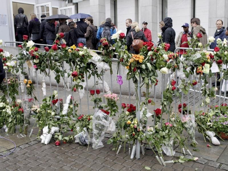 Roses are left on a fence near the security screening point outside the Oslo district courtroom where the trial against rightwing extremist Anders Behring Breivik, who killed 77 people in twin attacks in Norway last year, is being held. AFP Photo/Daniel Sannum Lauten