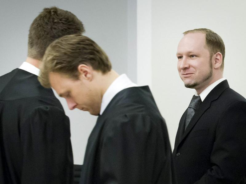 Terror and murder charged Anders Behring Breivik (right) stands with members of his defence team during the morning break of day 6 of the trial in Oslo. AFP Photo: Heiko Junge/Pool