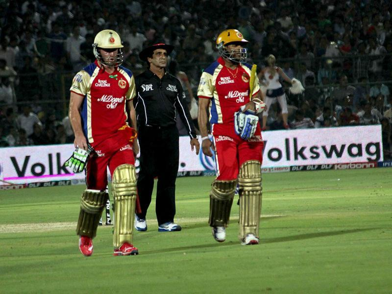 Bangalore players Tillakratne Dilshan and AB de Villiers return to pavilion after setting 190-run target for Rajasthan the IPL 5 match at the Sawai Mansingh Stadium in Jaipur.