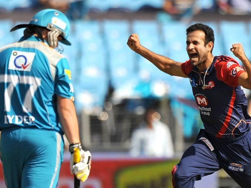 Delhi Daredevils bowler Irfan Pathan (R) celebrates the wicket of Pune Warriors India batsman Jesse Ryder (L) during the IPL Twenty20 cricket match in Pune. (AFP Photo/Punit Paranjpe)