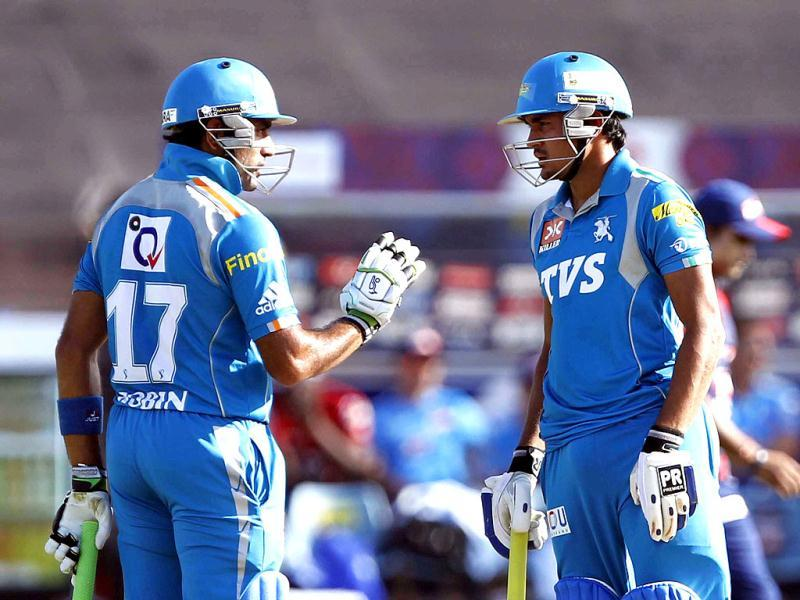 Pune Warrior batsmen Manish Pandey and Robin Uthapa bat during the match between Pune Warriors and Delhi Daredavils at Subrata Roy Sahara Stadium in Pune. (HT PhotoSantosh Harhare)