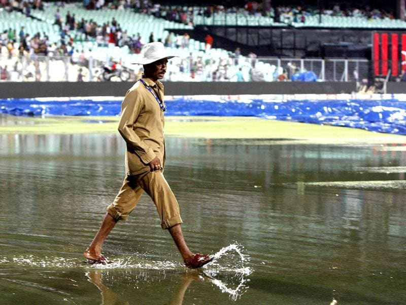 The Eden Gardens, full of rain water, after a thunderstorm before the match between KKR and Decan Chargers. (HT Photo/Subhendu Ghosh)