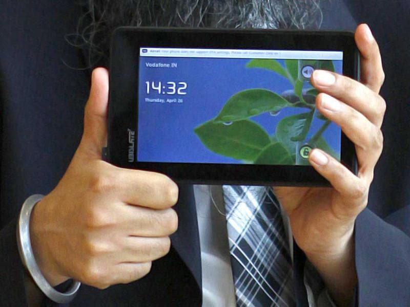 Sumeet Singh Tuli founder CEO of DataWind Ltd displays 'Ubislate 7C', the world's cheapest tablet at its commercial launch in New Delhi. HT Photo/Vipin Kumar