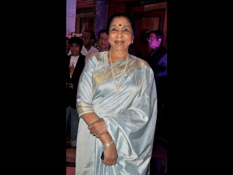 Legendary singer Asha Bhosle strikes a pose during the wedding reception. (AFP Photo)