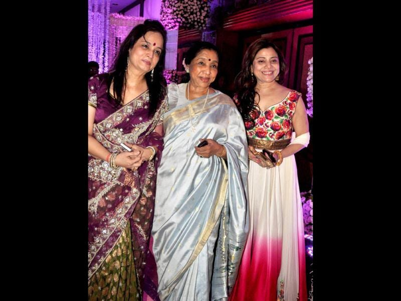 Singer Asha Bhosle with producer Smita Thackeray and Sapna Mukhrjee attend the wedding reception. (AFP Photo)