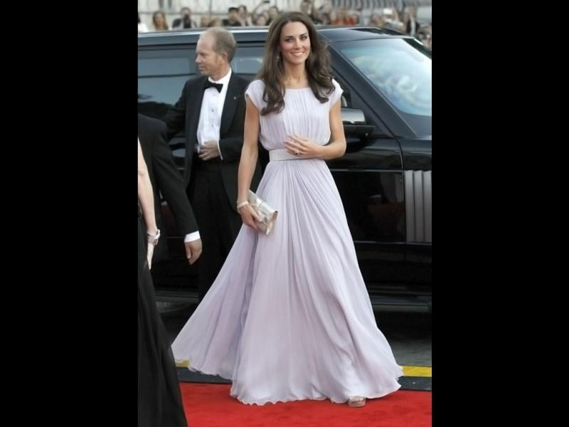 Duchess of Cambridge née Kate Middleton is known as the Duchess of Style for a reason. She even boosted UK's economy by pumping Kate Middleton copycats all across.