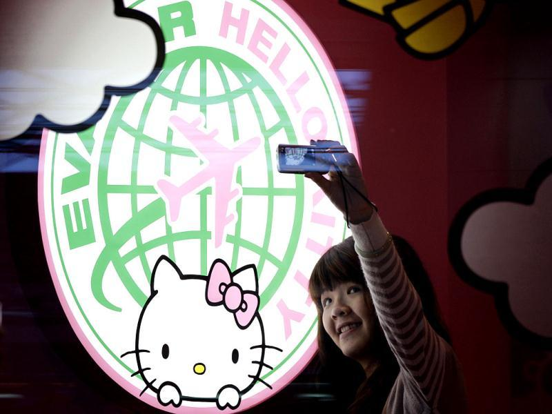 A passenger takes a self-portrait with an Eva Airlines' Hello Kitty-themed light box in Taoyuan International Airport, northern Taiwan. Reuters photo/Pichi Chuang