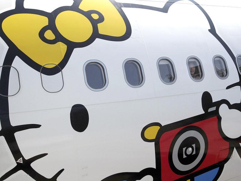 A passenger looks out of an Airbus A330-300 aircraft of Taiwan's Eva Airlines, decorated with Hello Kitty motifs, in Taoyuan International Airport, northern Taiwan. Reuters photo/Pichi Chuang