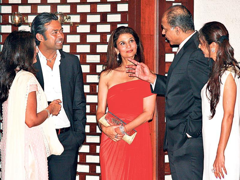 Leander Paes with wife Rhea Pillai in conversation with Ashutosh Gowariker. (HT Photo)