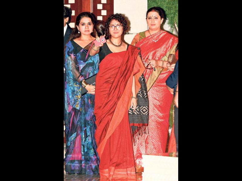 Filmmaker and Aamir Khan's wife Kiran Rao (C) seen here with TV personality Smriti Irani. (HT Photo)