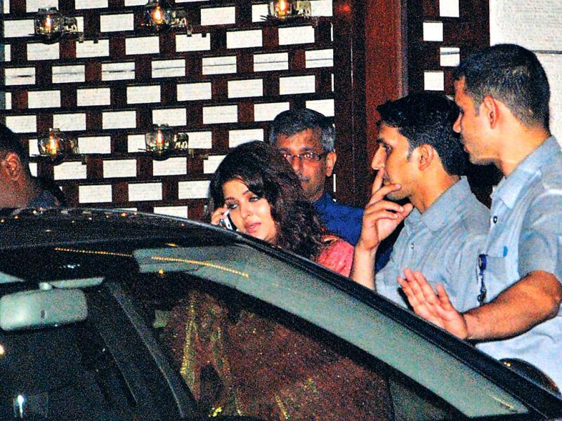 Yes, you're right. That is, in fact, Aishwarya Rai Bachchan in the photos on the left, shot as she left Antilla after the Ambanis' screening of The Avengers for the movers and shakers of Mumbai. (HT Photo)