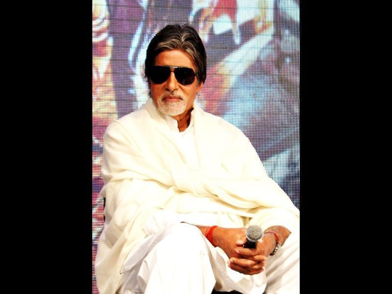 Amitabh Bachchan looks impressive in this get-up.