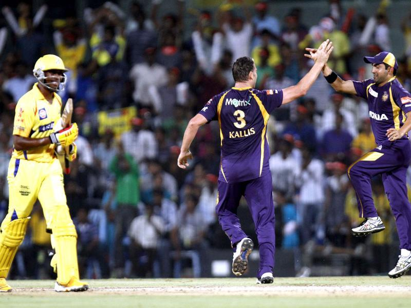 Jacques Kallis of Kolkata Knight Riders celebrates with other team players the wicket of Dwayne Bravo of Chennai Super Kings during the IPL cricket match at MA Chidambaram Stadium, Chennai. HT/Gurpreet Singh