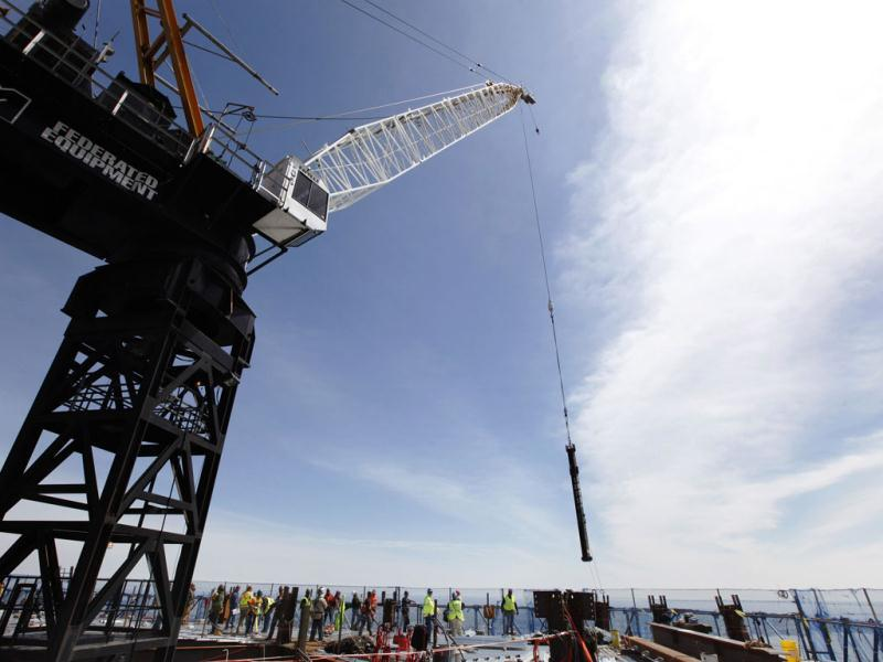 A crane lifts an iron column into place on the 100th story of One World Trade in New York. (AFP photo)