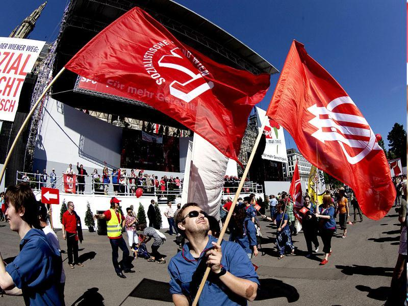 Members of the Austrian Socialist party join the annual rally on May,1 2012 in Vienna. (AFP Photo)
