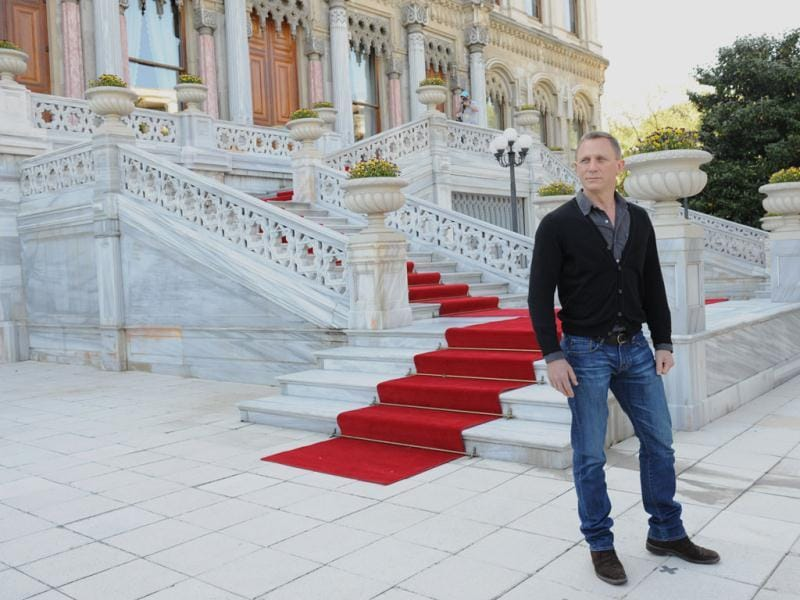 Daniel Craig poses for the photocall of Skyfall in Istanbul, Turkey.