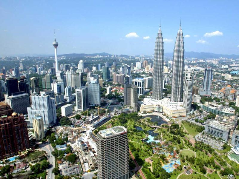 The Petronas Twin Towers in Kuala Lumpur are tied for fifth and sixth tallest.(Reuters)