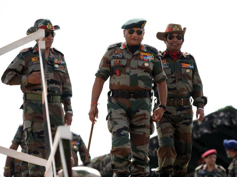 Indian Army Chief General VK Singh and Southwestern Army Commander Lt Gen Gyan Bhushan arrive to to review the Shoor Veer military exercise. AFP/Sam Panthaky