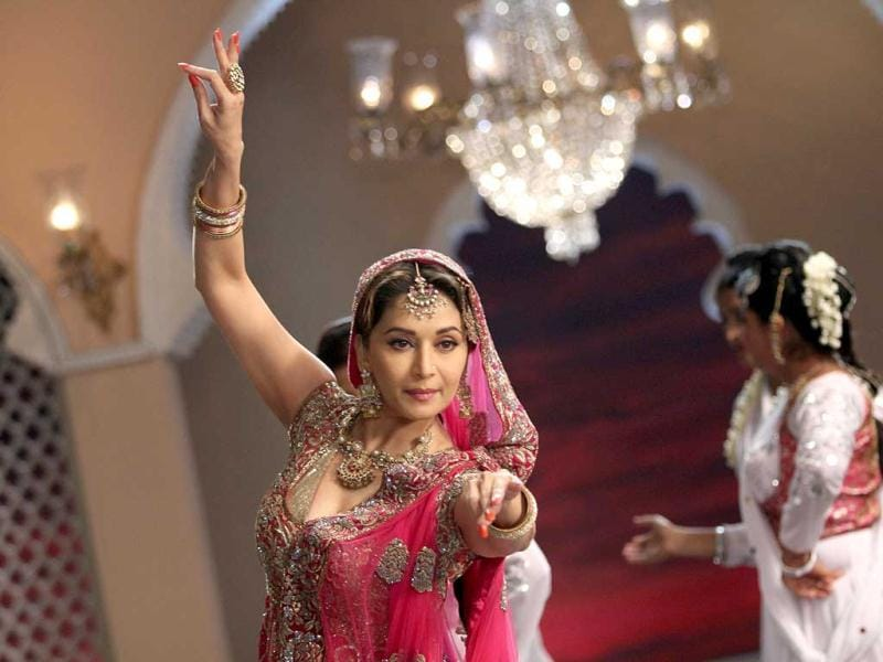The song Thade Rahiyo from Pakeezah is a number that mesmerized many and now, it is with this very song, that Madhuri pays homage to Meena Kumari.