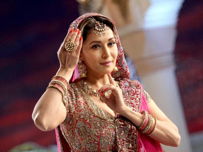 Madhuri Dixit paid a tribute to the legendary Pakeezah star by performing on her famous song Thade Rahiyo for the fifth edition promo of Jhalak Dikhala Jaa, reality dance show.