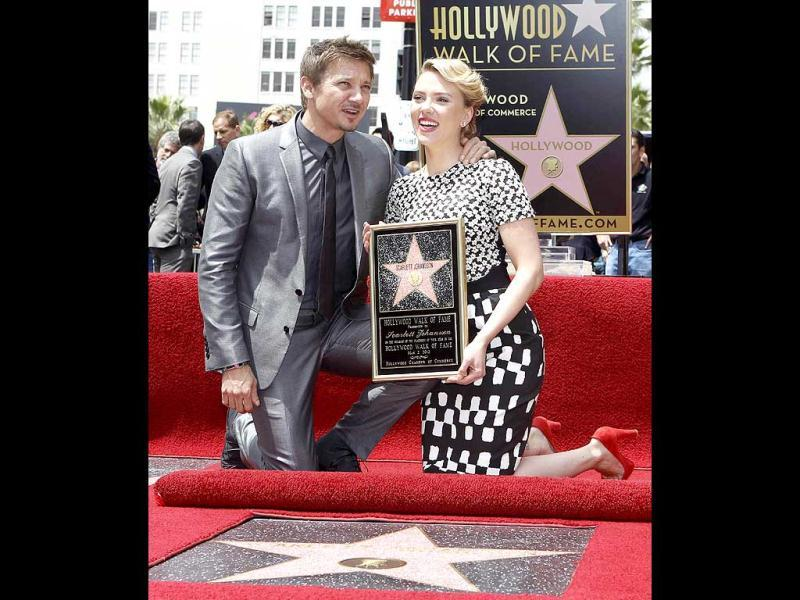 Renner and Johansson posed for the cameras.